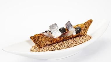 Losquesosdemitio - Ceviche de sardinas, alga kombu y ajo negro 2