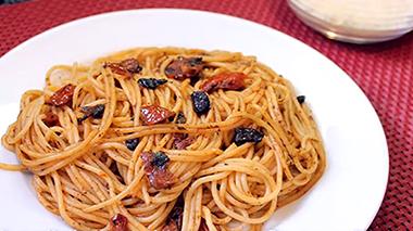 Losquesosdemitio - Spaguetti al ajo negro